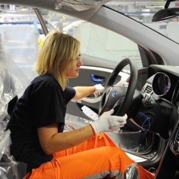Průměrná dělnická mzda v závodě HMMC loni překročila 21 tisíc korun měsíčně