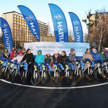 Společnost Hyundai Motor Manufacturing Czech rozdala osobní auta technickým školám a jízdní kola dopravnímu hřišti ve Frýdku-Místku