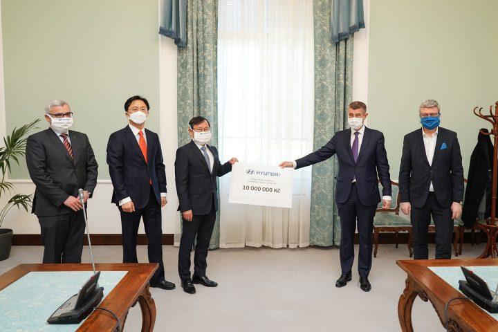 Hyundai přispěje České republice v boji proti nemoci COVID-19 finančními prostředky ve výši 10 miliónů korun a dodávkou 20.000 respirátorů