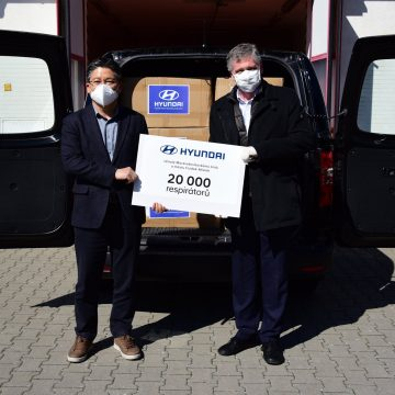 Hyundai handed over more than 20,000 respirators in the Moravian-Silesian Region to fight the spread of COVID-19