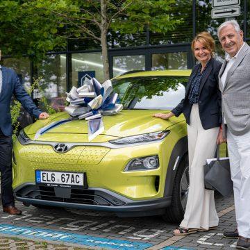 Manželé Heřmánkovi řídí Hyundai Kona Electric