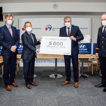 Nošovická automobilka Hyundai darovala krajským hasičům antigenní testy